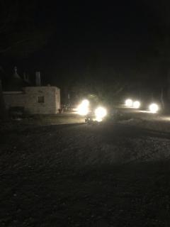 Particolare dei trulli illuminati di notte