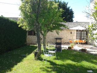 Spacious beautiful Cottage with Pool near Duras