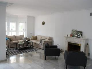 Beatiful newly renovated 3 bedroom apartment