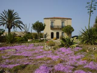 Villa Kamarina: Un viaggio nella magia del passato