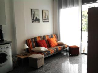 BONITO APARTAMENTO 1a LINEA PLAYA+PARKING+WIFI, Lloret de Mar
