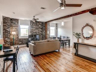 2BR Savannah Condo w/Broughton Street Location