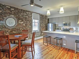 2BR Downtown Savannah Condo w/Prime Location