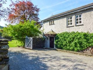 THE STUDIO, romantic studio apartment, WiFi, shared garden, walks from the door, Coniston, Ref 930544