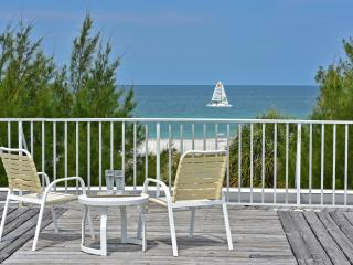 Gulf Beach Place - Just a few steps from the Beach, Holmes Beach