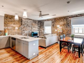 1BR Savannah Condo in Heart of Historic District