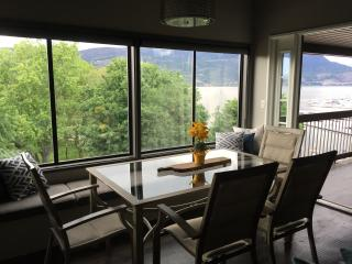 Lake View waterfront  2 bdrm newly renovated condo, Kelowna