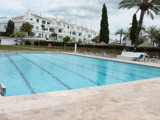2 bed apartment walking distance to puerto banus