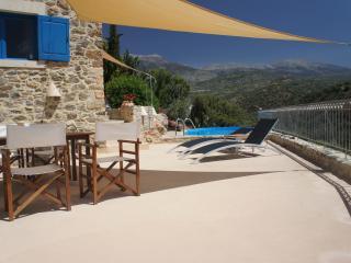 Bijzondere villa met zwembad en privacy, Kamilari