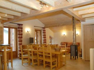 Spacious 3* duplex with wood stove, Lanslebourg Mont Cenis