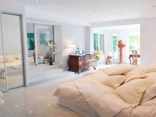 CN1042014 - Superbe Villa, Piscine, Croisette, Cannes