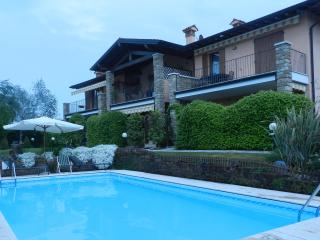 Residence Villa Maura - Holiday  Apartment 'Due', Moniga del Garda