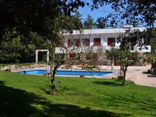 Classy retreat with swimming pool and private park, Martina Franca