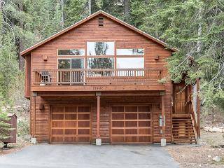 Charming 3BR Retreat in the Pines - Minutes to Prosser Lake & Truckee Dining