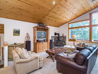 A Retreat in the Truckee Pines - Minutes from Prosser Lake