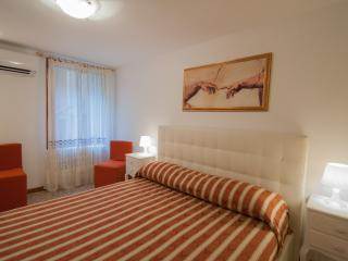 2960 Frari 2 Apartment Real Venice Centre 4 beds.