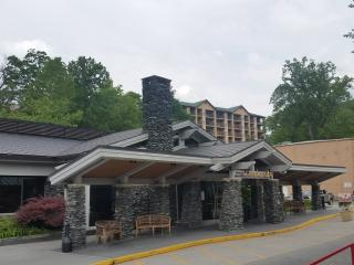 Directly on the parkway in Summit Manor Condo, Gatlinburg