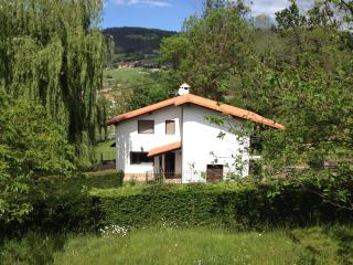 Villa Ferchi, loads of rural charm and comfort!, Ampuero