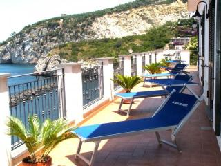 Romantic Classy Villa with Sea Views and Hot Tub, Massa Lubrense