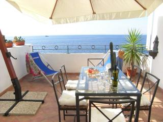 Cosy New Apartment with Sea View, Massa Lubrense