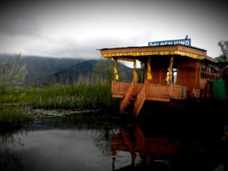 houseboat golden hind, Srinagar