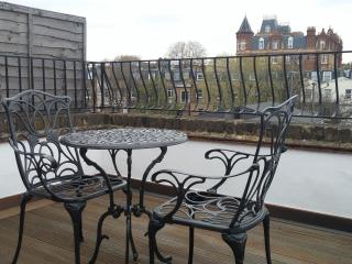 Kempsford Gardens Apartment