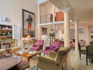 Artistic 2BDR loft close to Piazza di Spagna