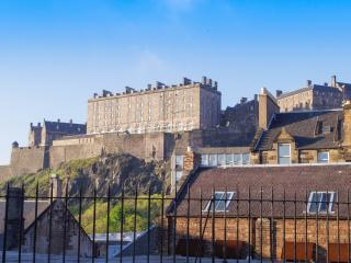 Old town charm and modern comfort under the castle, Edinburgh