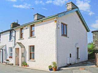 GARBURN COTTAGE, end-terrace. pet-friendly, private garden, in Staveley, Ref 937