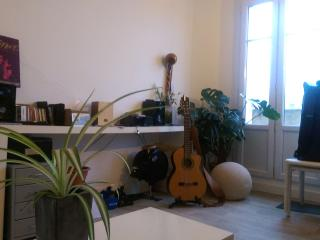 Bright and typical parisian flat, París