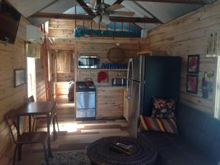 Short Stay Cabin, Quinlan