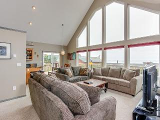 Spacious & modern dog-friendly house w/private hot tub, lovely ocean views!
