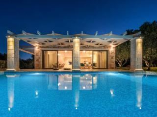 Avra Villa with Private Pool, Limni Keri