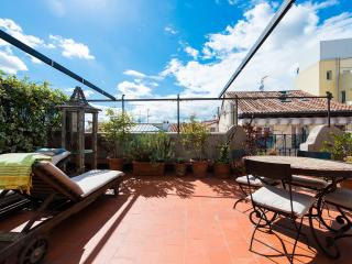 Central Madrid penthouse,awesome terrace,5 pax