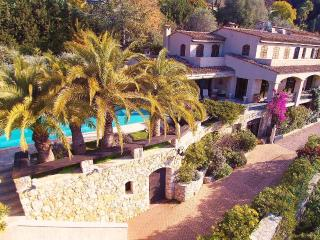 Nice Villa 560m2, pool, cars parks, 2mn downtown.