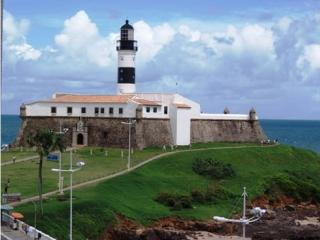 Facing Farol da Barra & the Ocean