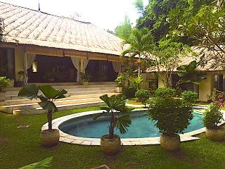 Villa Mary - 3 BRs - Echo Beach -