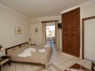 Hotel Caretta Beach Studio, Waterfront with pool