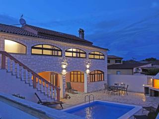 Villa with pool in Usici Dvori