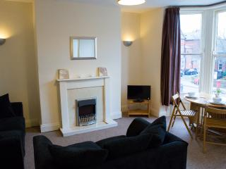 Scarborough Central 3 bedroom apartment sleeps 6