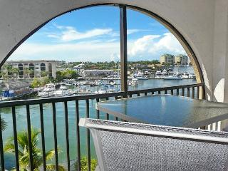 Riverside condo w/ spectacular views, heated pools & hot tubs, Isla Marco