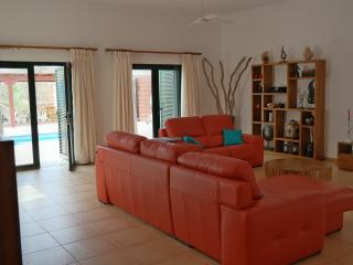 Superb well furnished and equipped modern villa, Corralejo