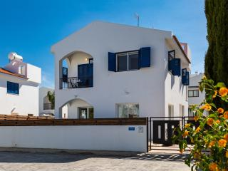Villa Heleni - Private Pool, Wi-FI, Aircon & TV, Protaras