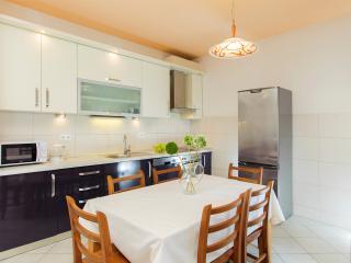 Amigo two-bedroom apartment with balcony, Split