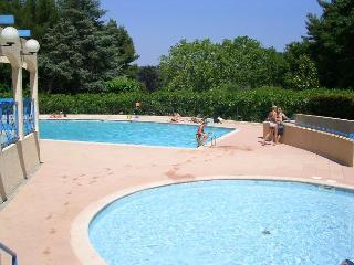 2P avec terrasse piscine près de la mer, Cannes