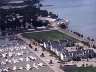 Port Clinton Condo Lake Erie, Put-in-Bay, Kelley's