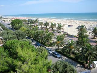 Sea front 2 Bedroom with community pool, Giulianova