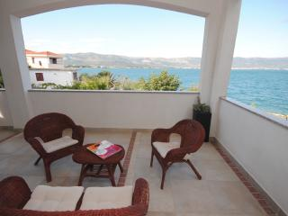 Family apartment 20 meters from the sea