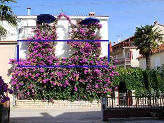 APARTMENT WITH 2 BEDROOMS FOR 5 PEOPLE END BALC., Biograd na Moru