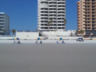 DAYTONA OCEANFRONT SAND DOLLAR!  NON SMOKING, BOOK NOW FOR SPRING AND SUMMER!, Daytona Beach